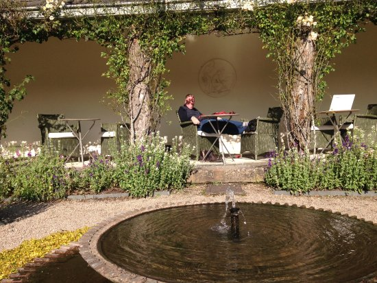 Hotel Endsleigh: a sunny october afternoon next to the parterre