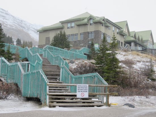 Columbia Icefield Glacier Discovery Centre