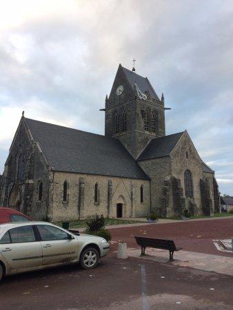Sainte-Mere-Eglise Church: L'église
