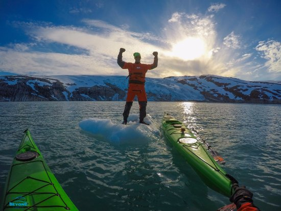 Ornes, Noruega: Kayaking at Svartisen glacier with Beyond Limits