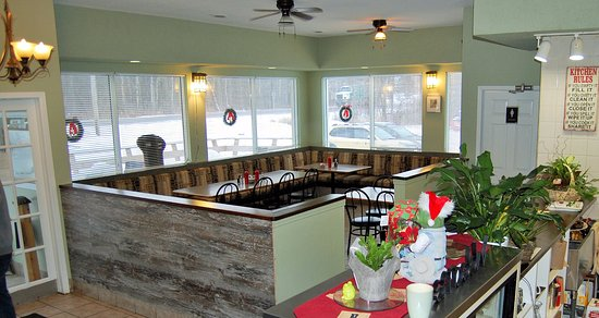 Verona, Canada: Bright warm dining room!