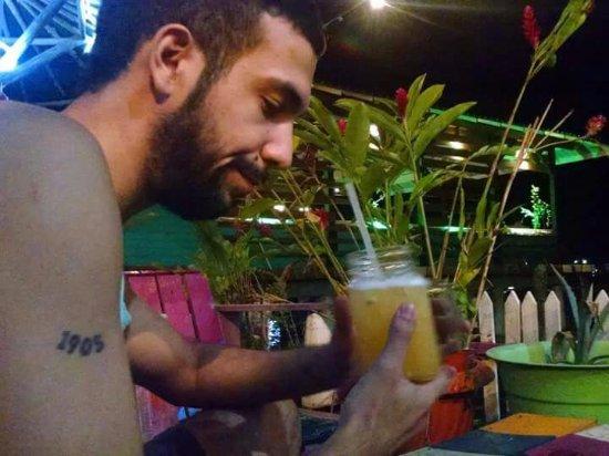La Buguita Ocean Lounge: En la Buga tomando unos tragos.