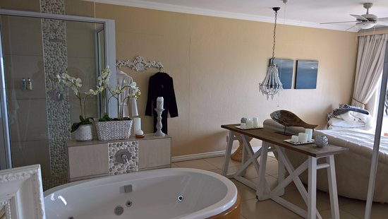 Umthunzi Hotel & Conference: Inside the Honeymoon Suite