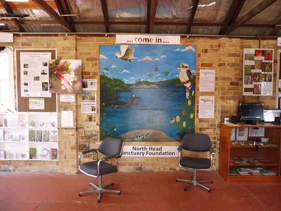 North Head Sanctuary: 館内はこんな感じでパネルや写真資料が一杯