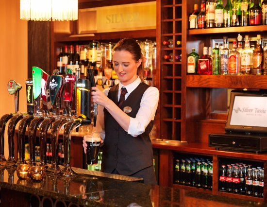 Silver Tassie Hotel & Spa: Cosy Bar