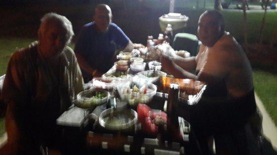 אירוח כפרי ניר דוד: ארוחת ערב על שפת הנחל