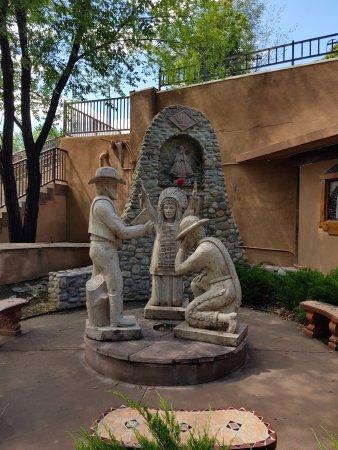El Santuario de Chimayo: statua