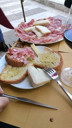 Monticiano, Italy: Pecorini e salame ottimi!