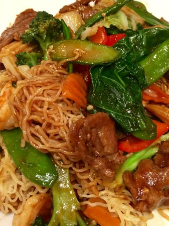 Four Sisters Restaurant: Noodles with beef, chicken and shrimp