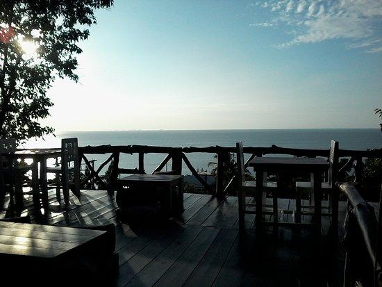 Tantawan Bungalow: Restaurant avec vue sur mer