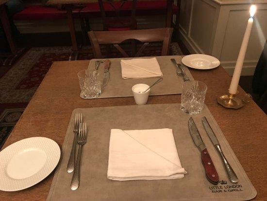der tisch bild von little london bar grill m nchen tripadvisor. Black Bedroom Furniture Sets. Home Design Ideas