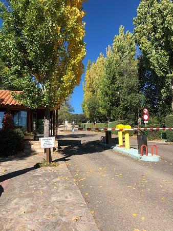 Gargantilla del Lozoya, España: Bungalow 2-4 personas, ecologde, cabañas de arboles, vistas y entrada