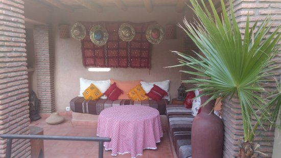 Riad Gallery 49 : Rooftop seating area