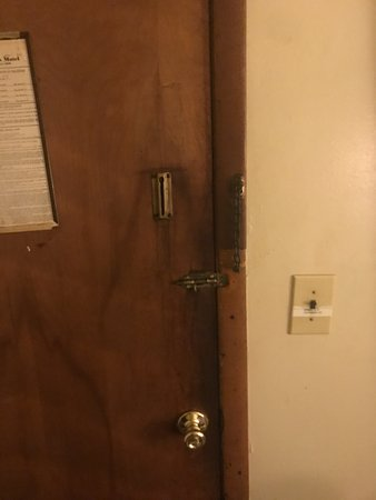 Strongsville, OH: scary, shady door