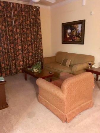Tuscana Resort Orlando by Aston : Living room with entrance onto balcony