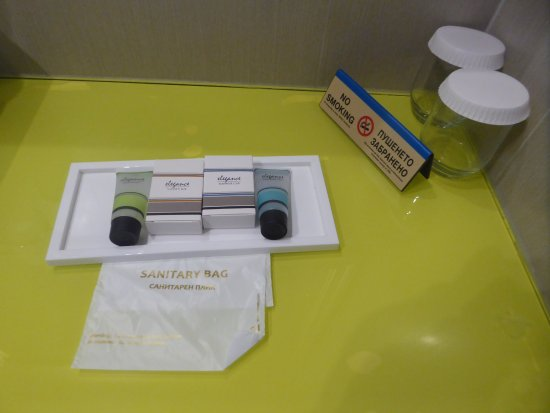 Hotel  Studio: toiletries without a bar of soap