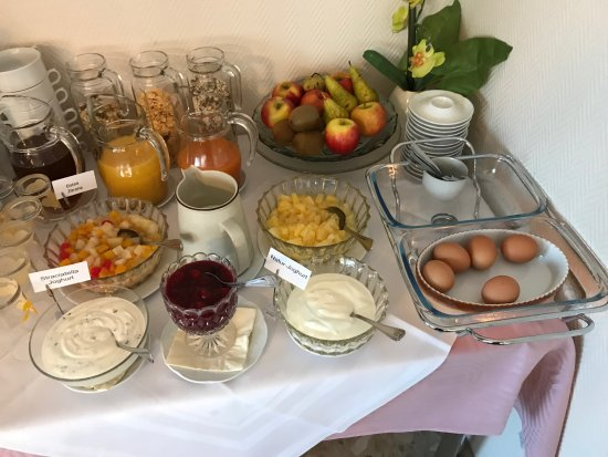 Nordstemmen, Germany: Breakfast Buffet (1 of 3 photos)
