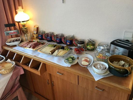 Nordstemmen, Germany: Breakfast Buffet (2 of 3 photos)