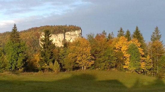 Premanon, Francia: lever du soleil sur le Mont Fier (vue du VVF)