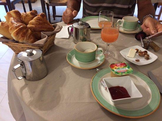 Cazilhac, France: Petit déjeuner