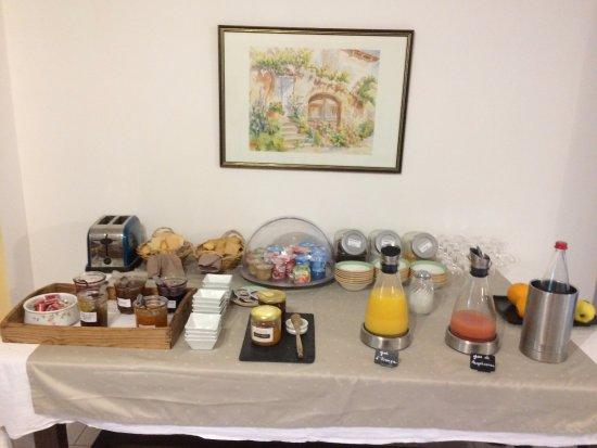 Cazilhac, France: Buffet petit déjeuner