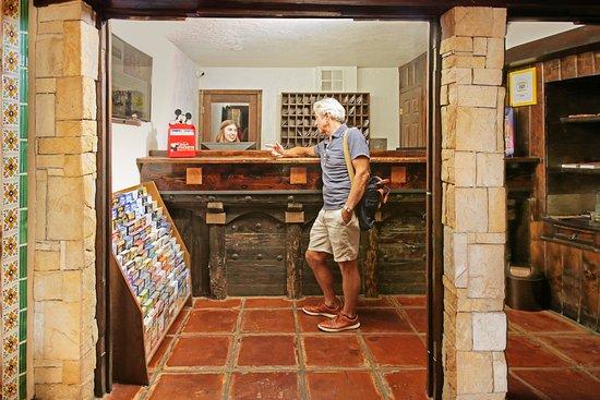 Hotel Pepper Tree Boutique Kitchen Studios - Anaheim: Front Desk