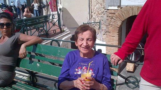 Hotel La Palma : mi anuelita tomando un refrescante jugo, la adoro