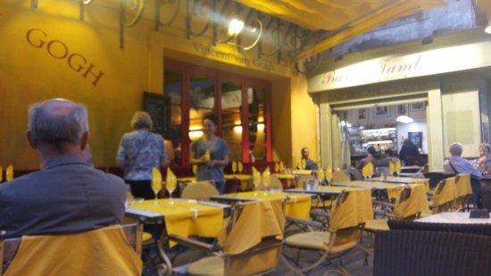 Le Café La Nuit : Terraza