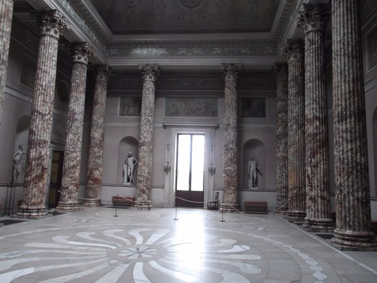 تصویر: https://media-cdn.tripadvisor.com/media/photo-s/11/11/fb/40/the-marble-floor-in-the.jpg