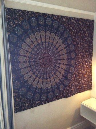 Trearddur Bay Hotel: Fabric on wall hiding the damp area