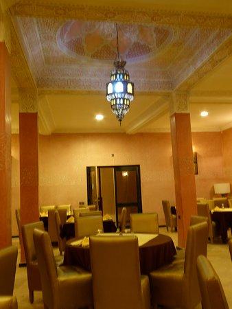 Das Restaurant für Frühstück- und Abendessen in Büffetform