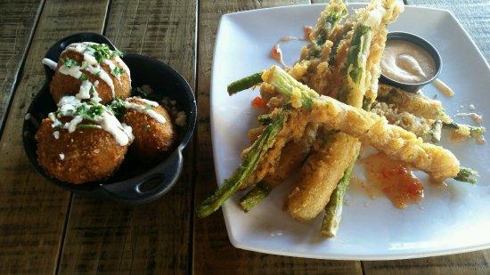 โควินา, แคลิฟอร์เนีย: Charizo potato balls and Tempura asparagus