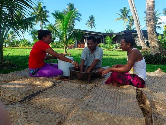 Paradise Taveuni: Preparing kava