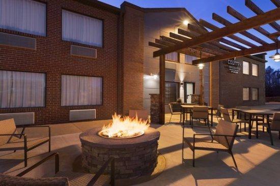 Country Inn & Suites by Radisson, Dahlgren, VA Photo