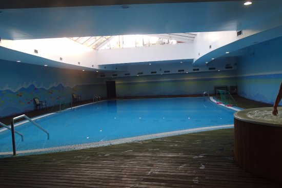 Linda-a-Velha, Portugal: binnen zwembad met bubblebad