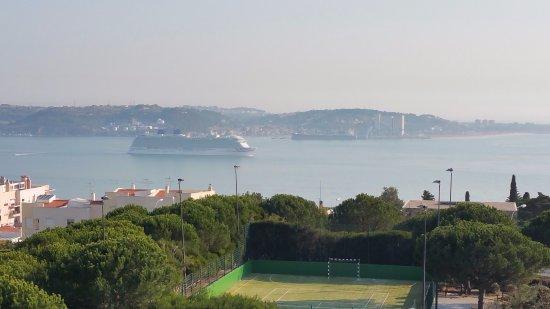 Linda-a-Velha, Portugal: uitzicht vanaf terras bij suite