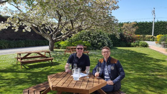 Lower Hutt, นิวซีแลนด์: Wine tasting at Martinborough Vineyard on the Martinborough Winery Tour