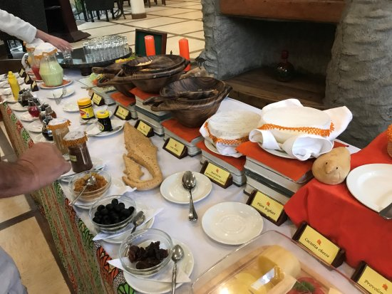 The African Tulip: Breakfast plenty to choose from