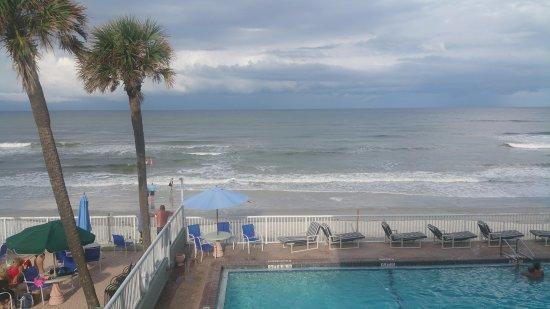 Atlantic Ocean Palm Inn: Beautiful beach-side pool!