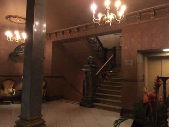 Hotel Senator Saskatoon: lobby