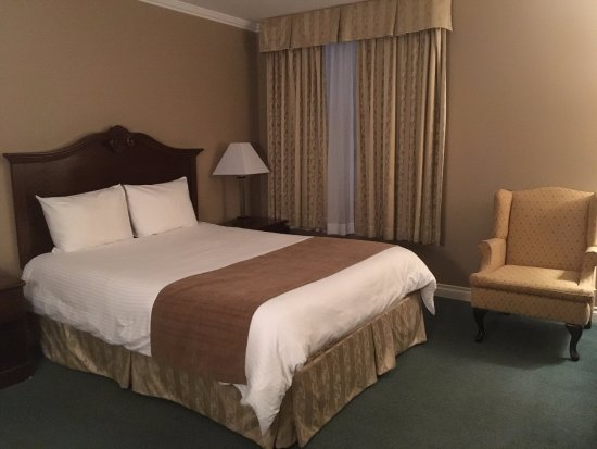 Hotel Senator Saskatoon: bedroom