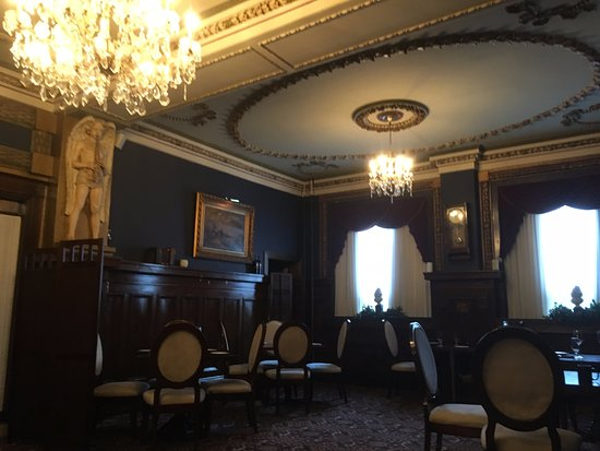 Hotel Senator Saskatoon: fine dining restaurant