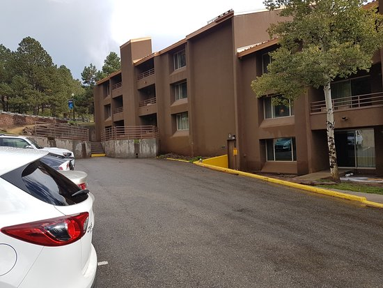 The Lodge at Angel Fire Resort: Car Park