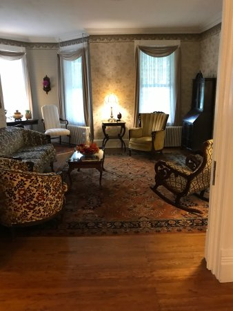 Stonegate Bed and Breakfast: From the quaint room to dining for breakfast, we enjoyed every moment of our stay