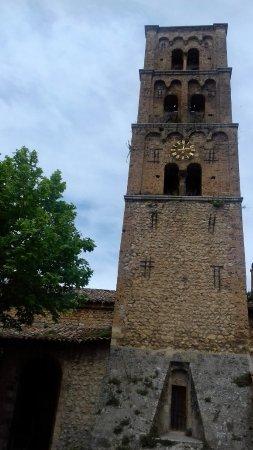 Moustiers Sainte-Marie, ฝรั่งเศส: Clocher de l'église Notre-Dame-de-l'Assomption.