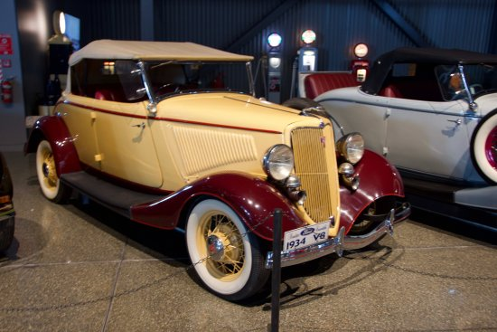 Invercargill, Nya Zeeland: One of a number of American cars on display
