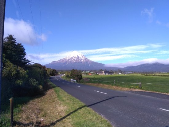 New Plymouth, Nuova Zelanda: On the road to Mt Egmont...