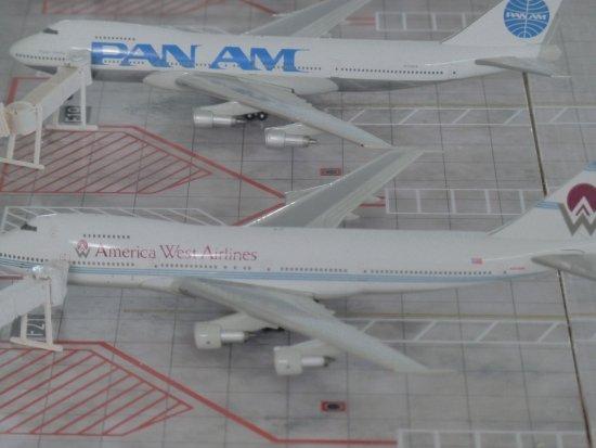 Museo Aéréo Fénix: Die großen Flugzeuge im kleinen Maßstab auf einem Modell eines Flughafens