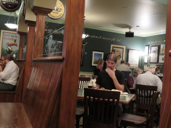 County Clare Pub and Restaurant: Small dining area