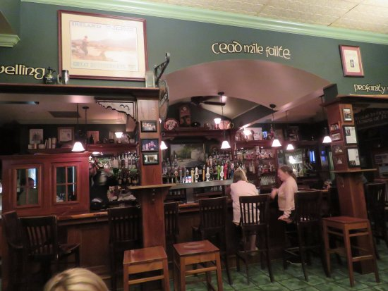 County Clare Pub and Restaurant: The Bar